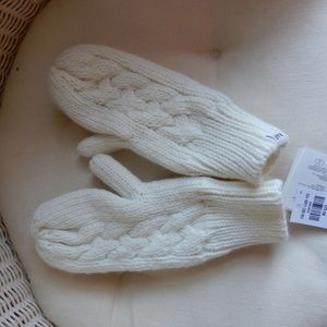 Abercrombie one size cream fluffy mittens
